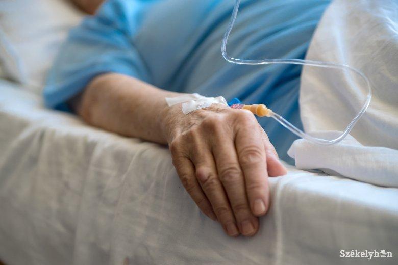 Emelkedett a koronavírus-fertőzéssel diagnosztizált halálesetek száma Romániában