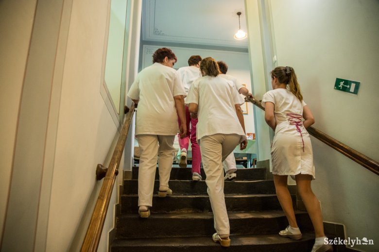Már közel ezer egészségügyi dolgozó fertőződött meg koronavírussal Romániában