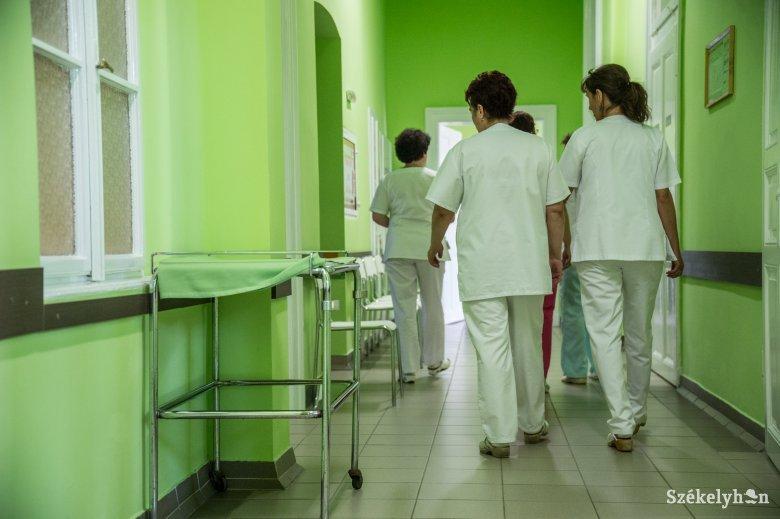 Több mint háromszázötven egészségügyi dolgozó fertőződött meg koronavírussal