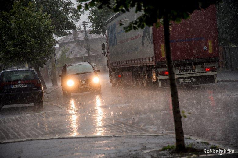 Zivatarok, felhőszakadások lehetnek egészen a hét végéig
