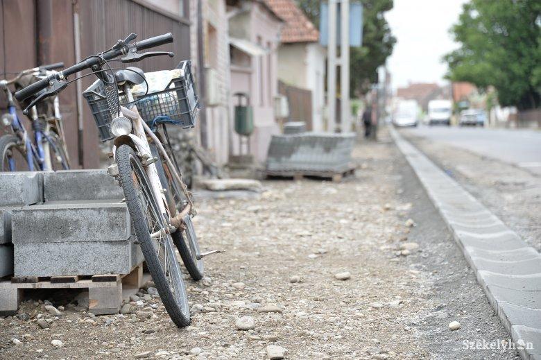 Belefoglalná a bicikliutak építését a közlekedést szabályozó törvénybe