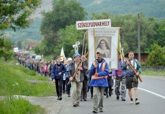 Közel hatszáz zarándok indult el Udvarhelyről péntek reggel Csíksomlyóra