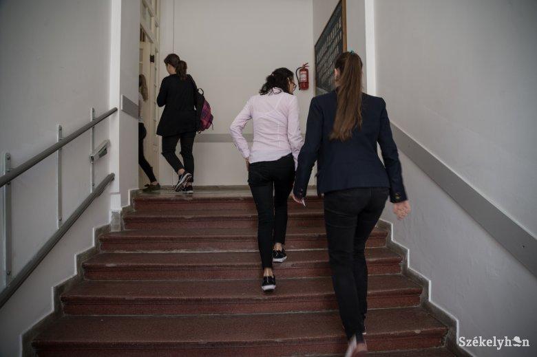 Kinézet és öltözet: amit eltűrnek, és amit már nem tolerálnak az iskolában