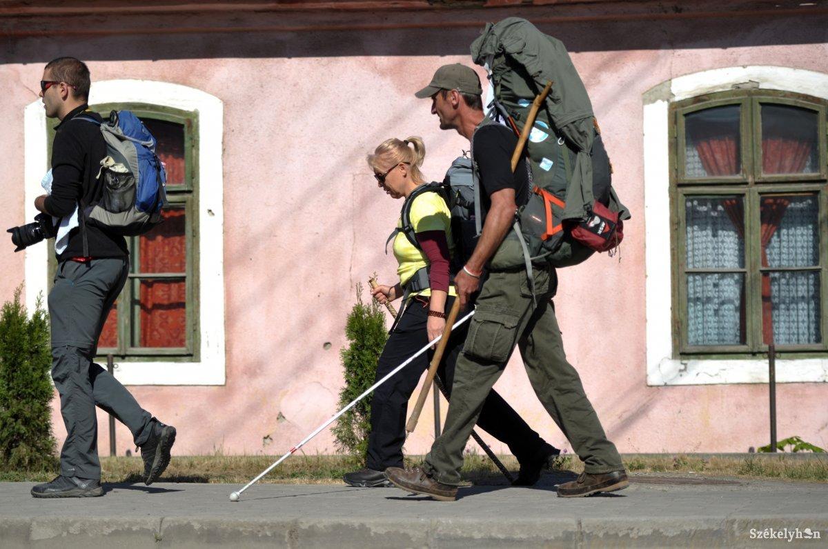 https://media.szekelyhon.ro/pictures/udvarhely/aktualis/2018/08_majus/o_parajd-zarandokok-18-bel-09.jpg