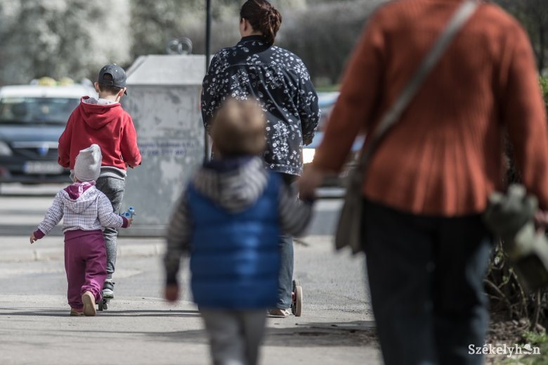Megszületett a kormányrendelet, 1500 lej jár a gyereknevelésiről korábban dolgozni visszatérő szülőknek