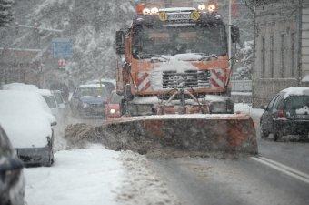 Barátságtalan arccal köszöntött be a tél: tíz megyében és a fővárosban a katonai tűzoltók beavatkozására volt szükség