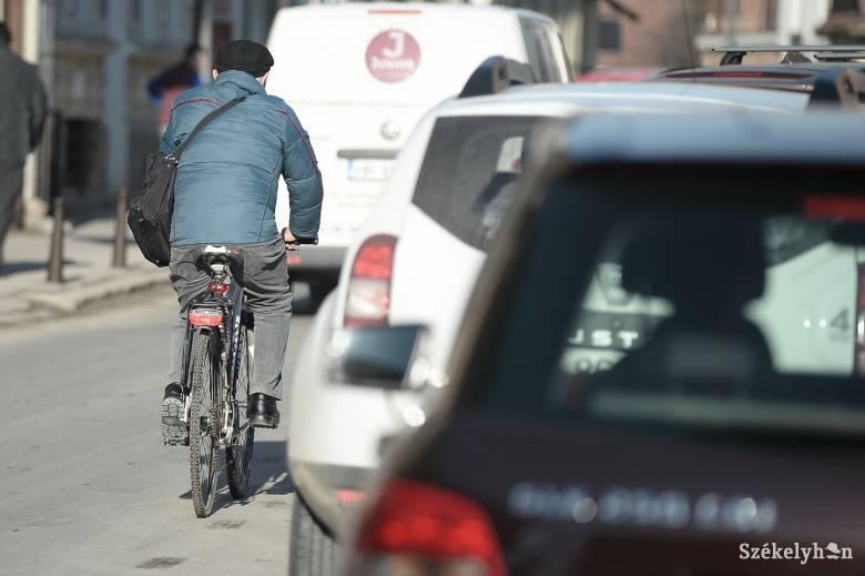 Kerékpársávokat festenek fel Székelyudvarhelyen, változik a forgalmi rend