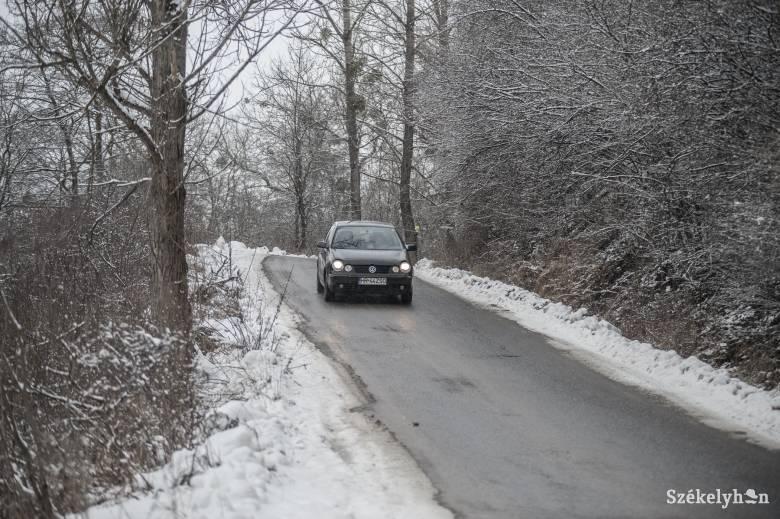 Folyamatos a hóeltakarítás az udvarhelyszéki községi utakon