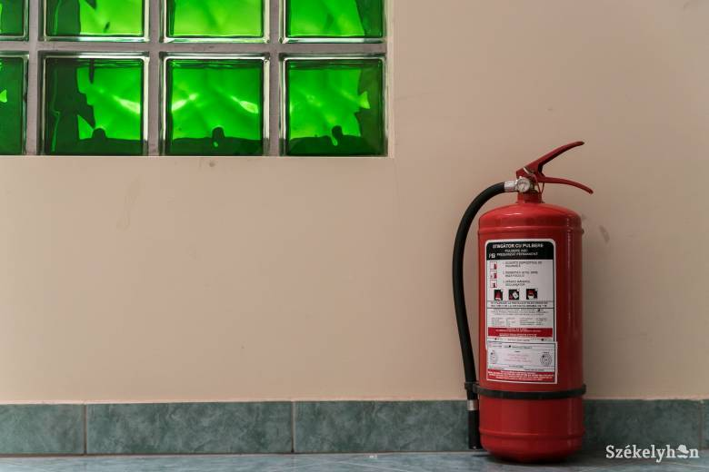 Meglepően hangzik, de a legtöbb iskolaépületnek nincs is szüksége tűzvédelmi engedélyre