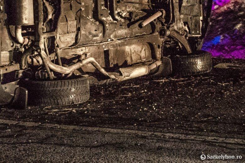 Csíkmadaras közelében borult fel autójával egy kézdivásárhelyi sofőr
