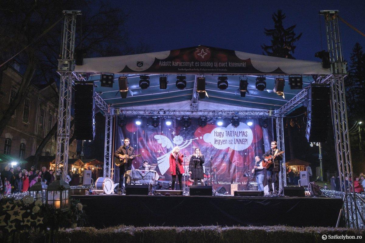 https://media.szekelyhon.ro/pictures/udvarhely/aktualis/2019/01_december/o_advent-3-vn-005.jpg