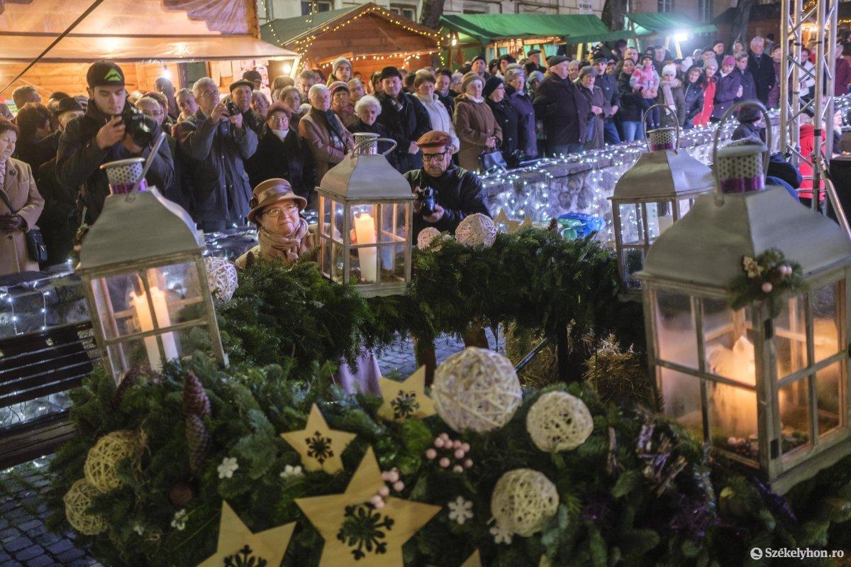 https://media.szekelyhon.ro/pictures/udvarhely/aktualis/2019/01_december/o_advent-3-vn-013.jpg