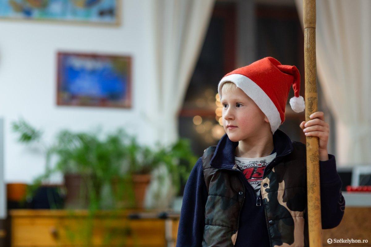 https://media.szekelyhon.ro/pictures/udvarhely/aktualis/2019/01_december/o_oroszhegy-szt-ferenc-alapitvany-ebe-14.jpg