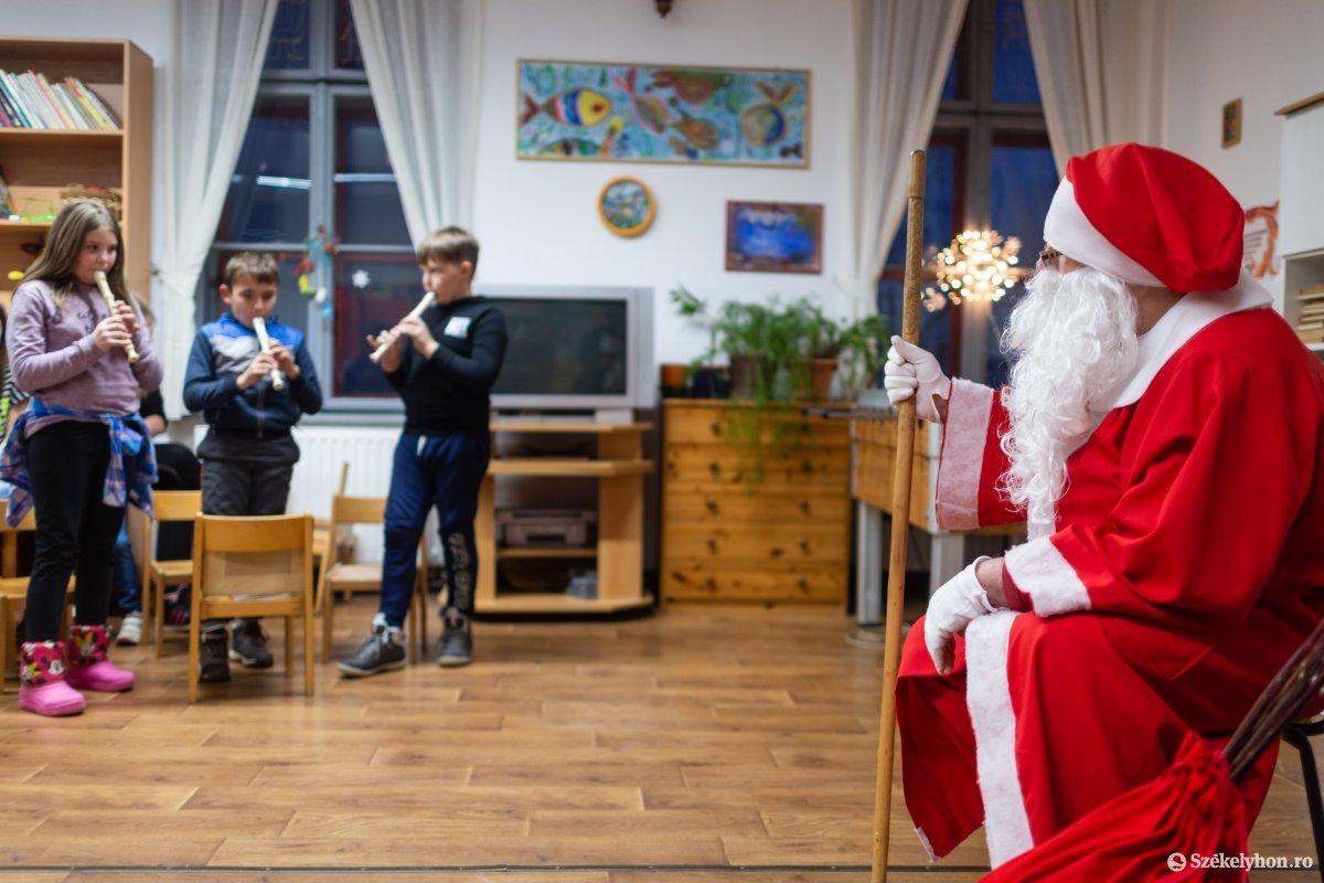 https://media.szekelyhon.ro/pictures/udvarhely/aktualis/2019/01_december/o_oroszhegy-szt-ferenc-alapitvany-ebe-9.jpg