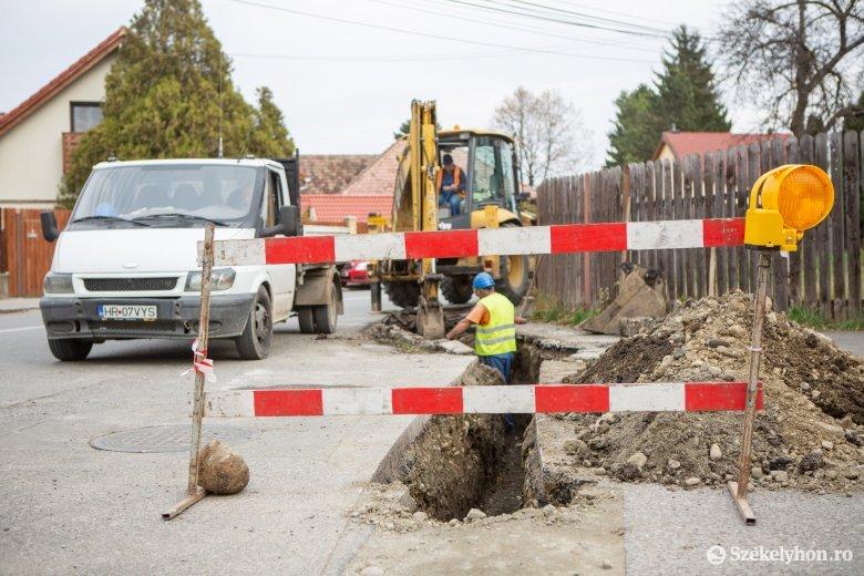 Több székelyudvarhelyi utcába már új vezetéken érkezik a földgáz