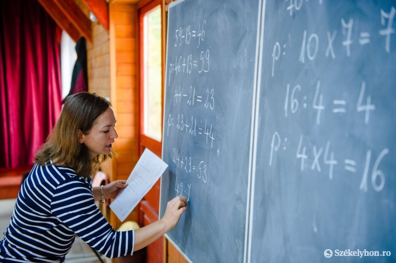 Átlagban kevesebbet keres a tanár, mint más felsőfokú végzettségű munkavállaló