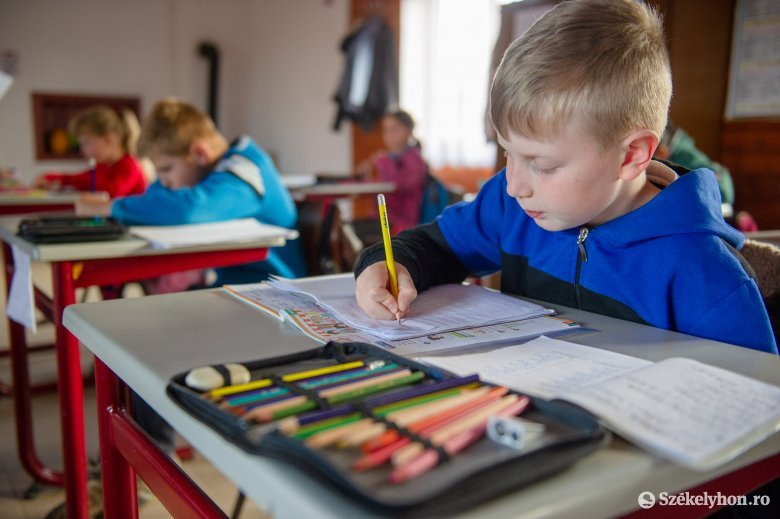 Oktatási miniszter: a járványügyi helyzet függvényében indul majd újra az oktatás