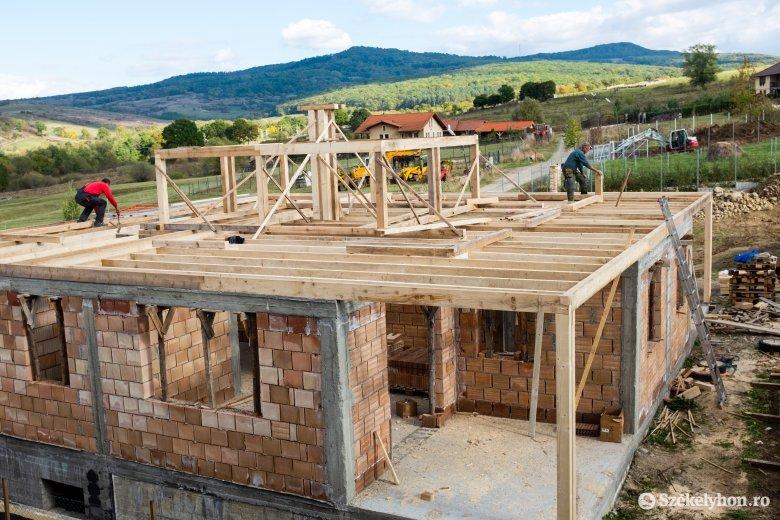 """15-20 ezer lejbe kerül egy családi ház építésének """"lepapírozása"""", és csak ezután jön a java"""