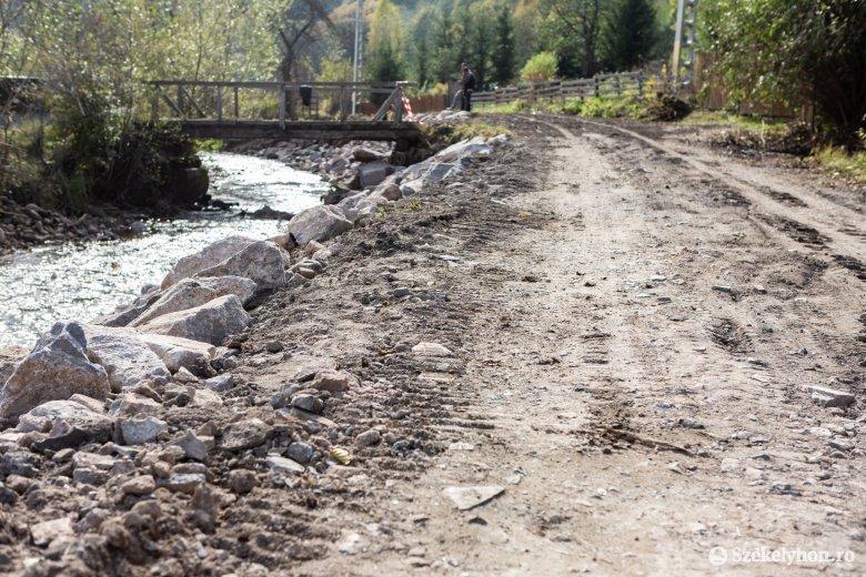 Elkezdődött az út újjáépítése a Szeltersz völgyében