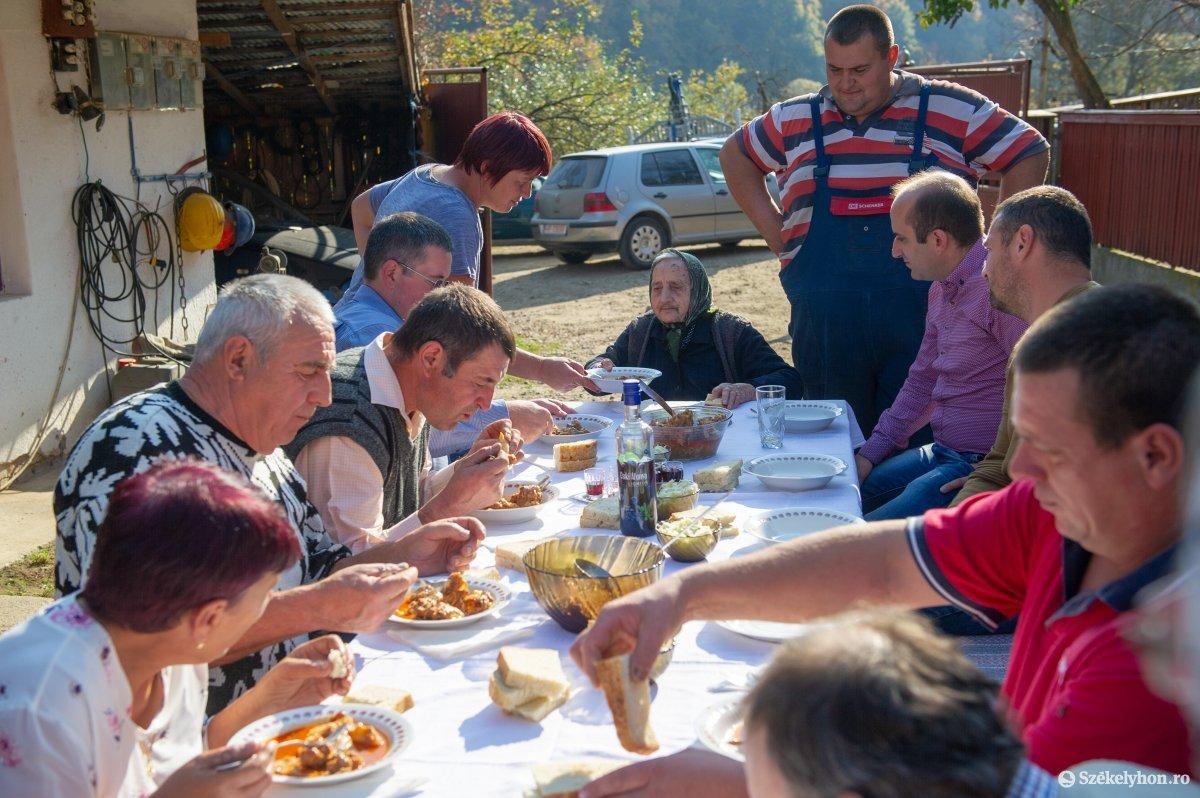 https://media.szekelyhon.ro/pictures/udvarhely/aktualis/2019/03_oktober/02/o_100_eves_szulinap_belo-13.jpg