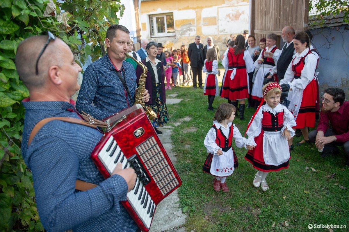 https://media.szekelyhon.ro/pictures/udvarhely/aktualis/2019/03_oktober/02/o_homorodkemenyfalva_belo-16.jpg