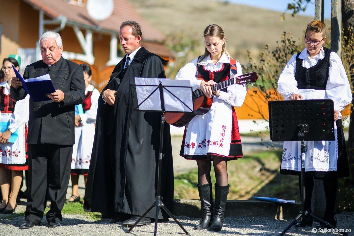 https://media.szekelyhon.ro/pictures/udvarhely/aktualis/2019/03_oktober/02/o_kapuavato-benced-ebe-11.jpg