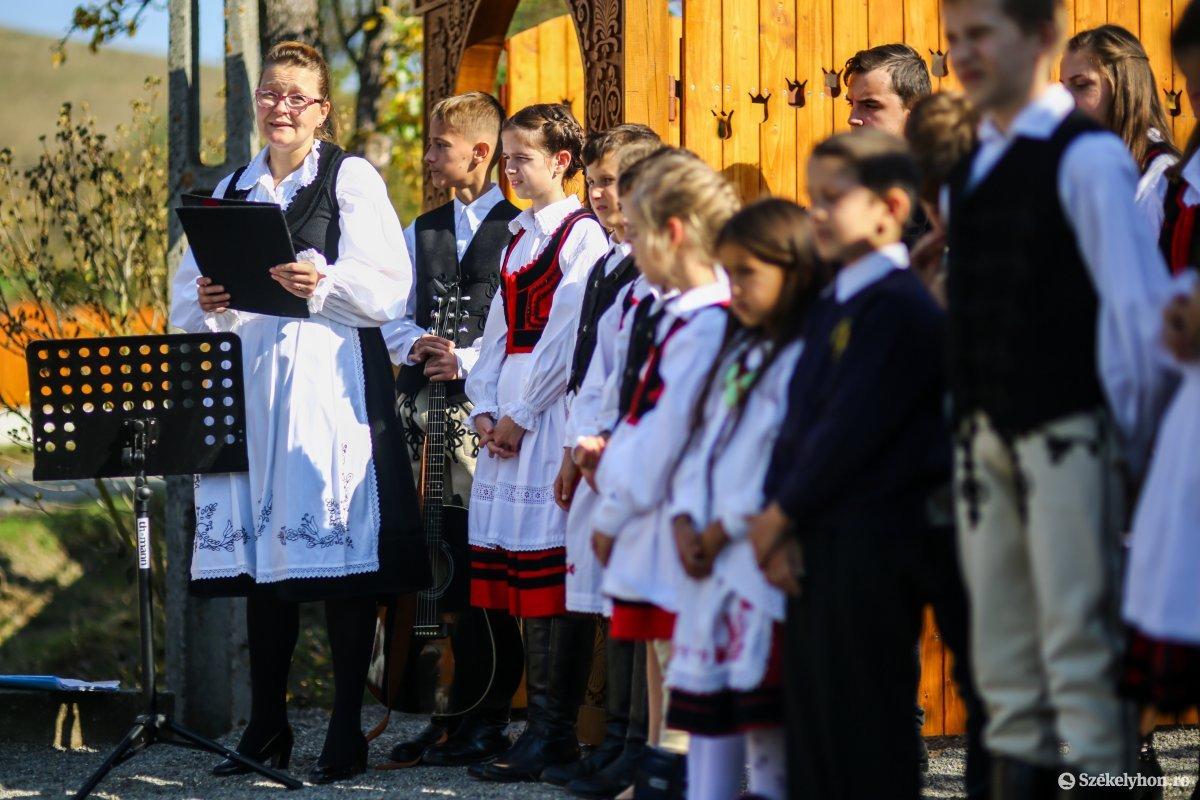 https://media.szekelyhon.ro/pictures/udvarhely/aktualis/2019/03_oktober/02/o_kapuavato-benced-ebe-12.jpg