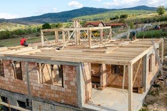 Kiugróan emelkedtek az árak az építőiparban, és nem látni a drágulás végét