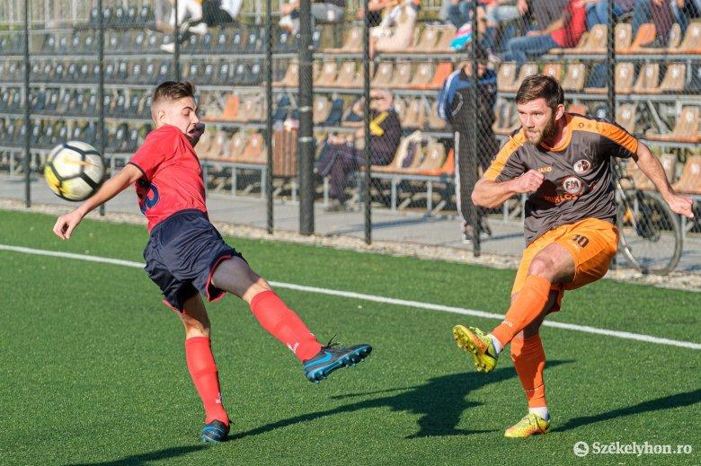 Júliusban folytatódna a megyei focibajnokság