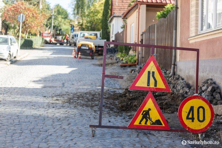 Ígéret: még a tél előtt helyreállítanak több útszakaszt Székelyudvarhelyen