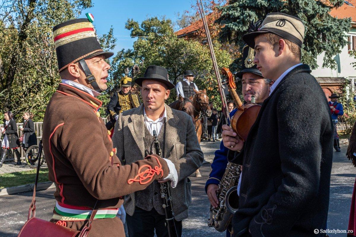 https://media.szekelyhon.ro/pictures/udvarhely/aktualis/2019/03_oktober/o_oszihadjarat-szentegyhaza-pnt-10.jpg