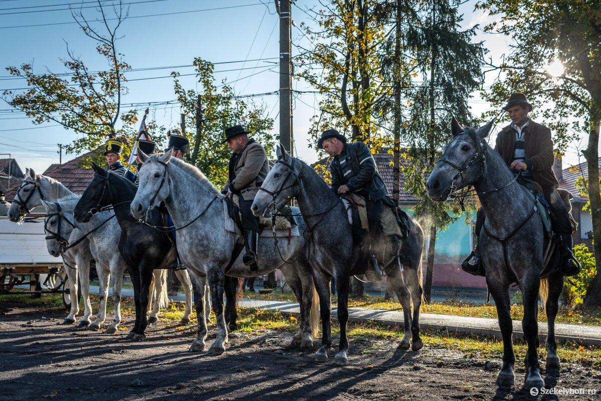 https://media.szekelyhon.ro/pictures/udvarhely/aktualis/2019/03_oktober/o_oszihadjarat-szentegyhaza-pnt-2.jpg