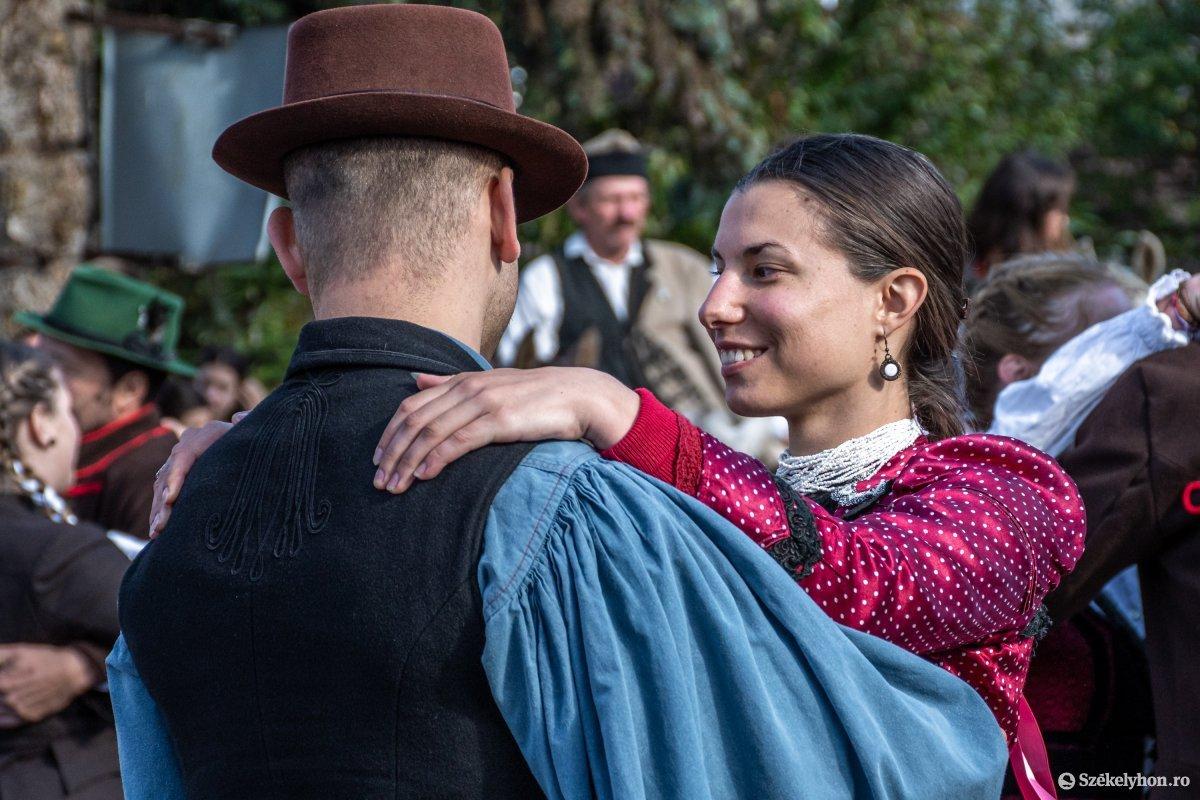 https://media.szekelyhon.ro/pictures/udvarhely/aktualis/2019/03_oktober/o_oszihadjarat-szentegyhaza-pnt-22.jpg
