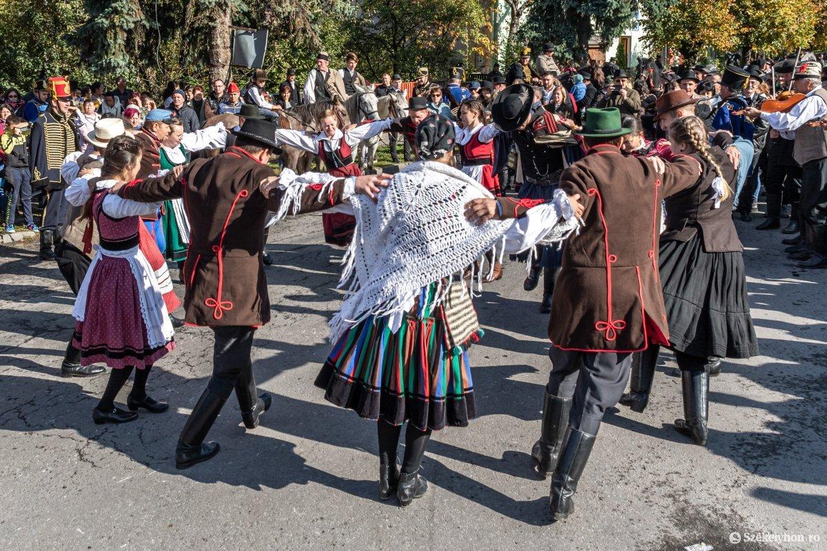 https://media.szekelyhon.ro/pictures/udvarhely/aktualis/2019/03_oktober/o_oszihadjarat-szentegyhaza-pnt-26.jpg