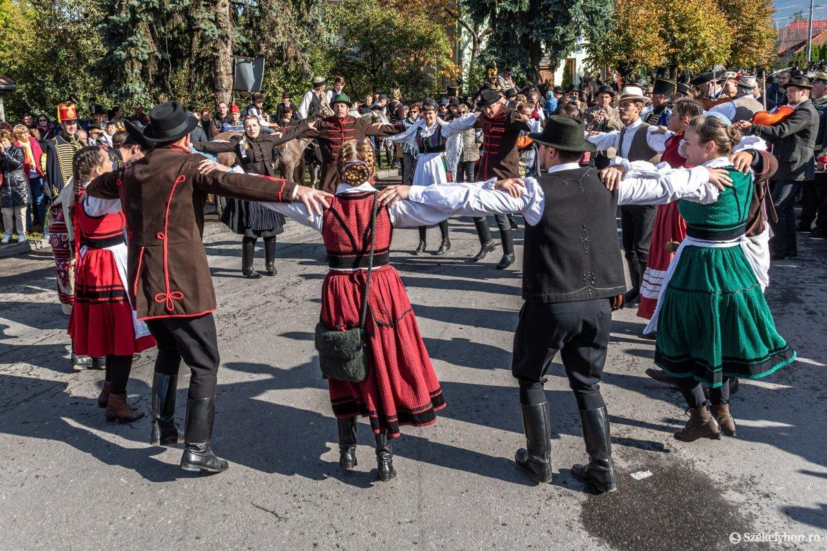 https://media.szekelyhon.ro/pictures/udvarhely/aktualis/2019/03_oktober/o_oszihadjarat-szentegyhaza-pnt-27.jpg
