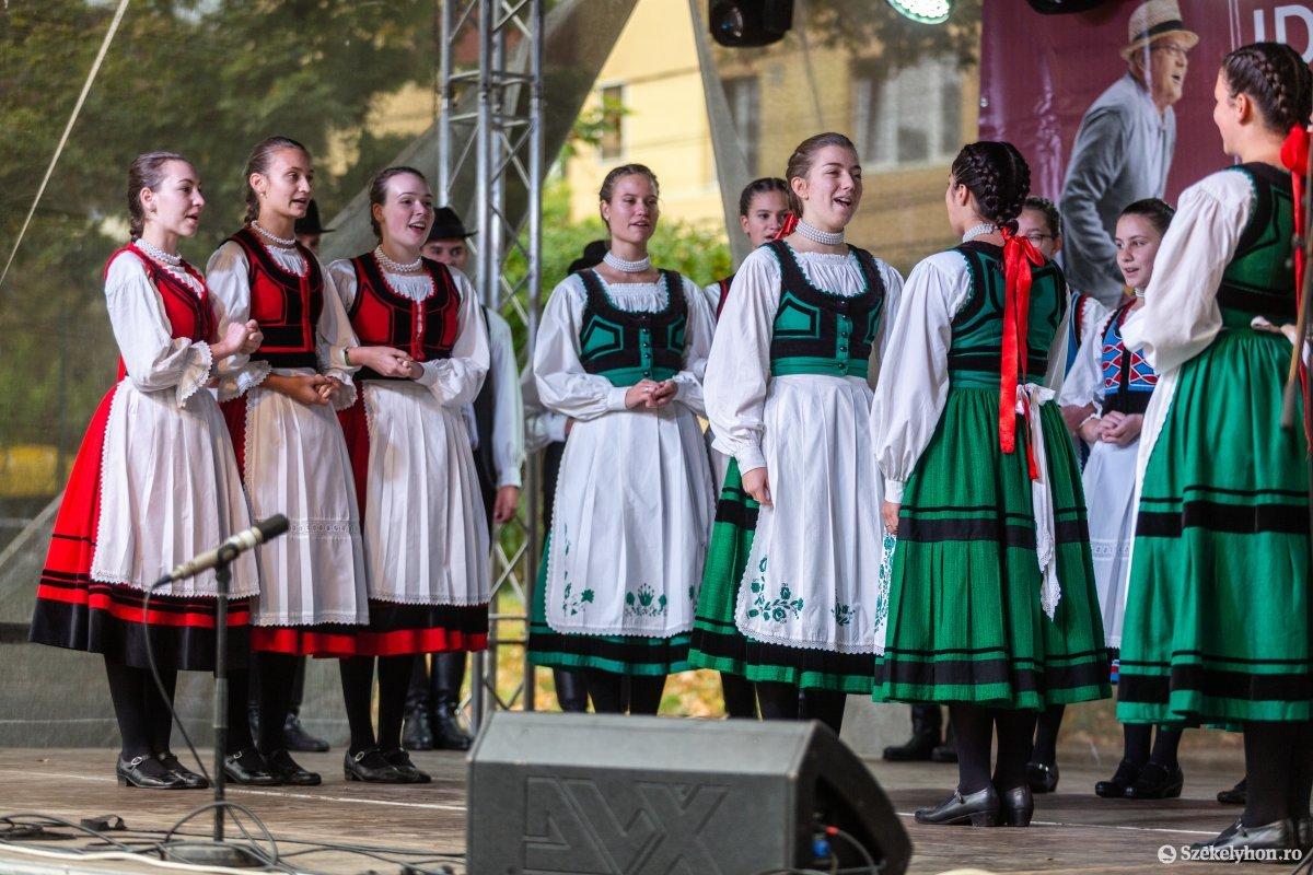 https://media.szekelyhon.ro/pictures/udvarhely/aktualis/2019/03_oktober/o_oszivasar-ebe-32.jpg