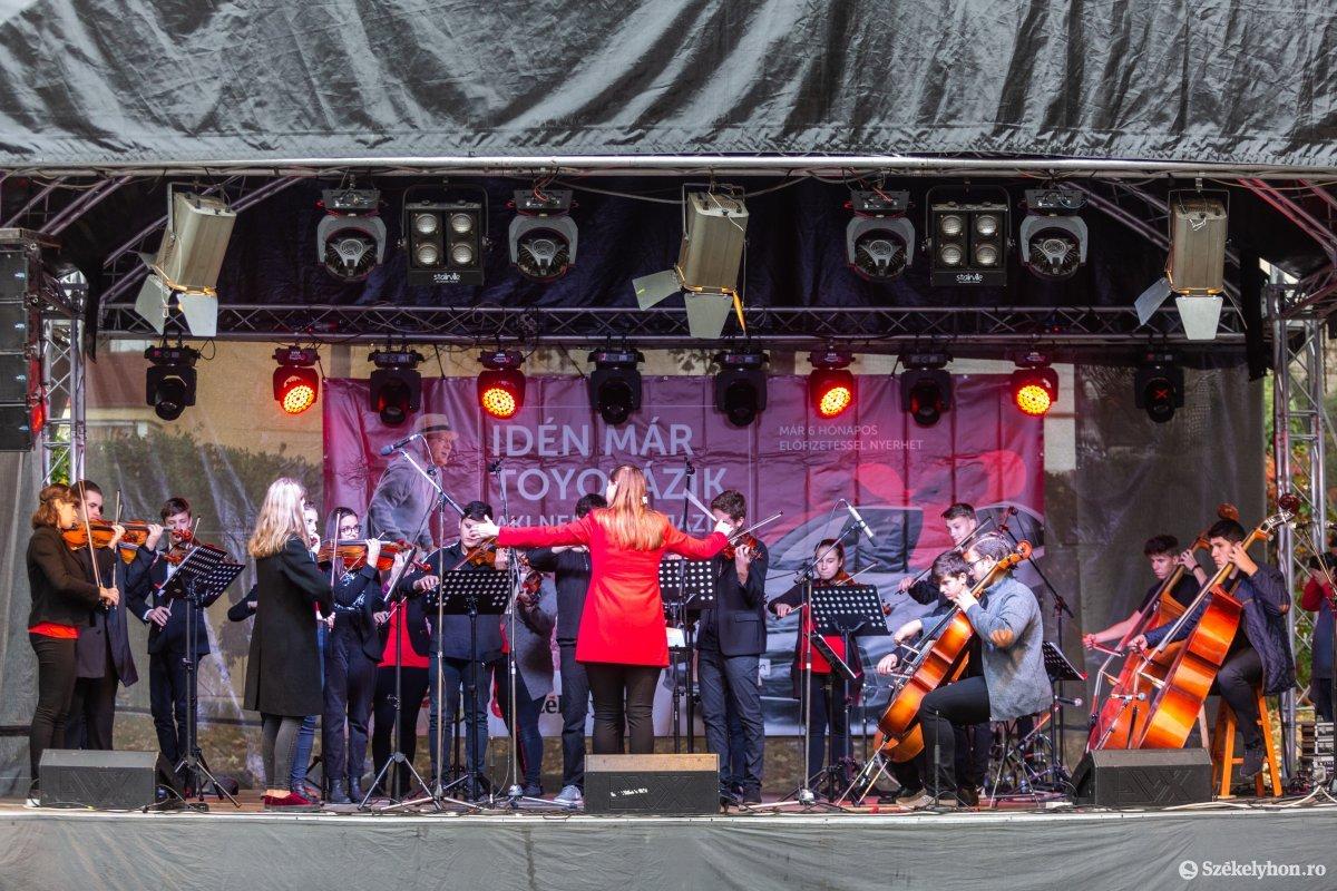 https://media.szekelyhon.ro/pictures/udvarhely/aktualis/2019/03_oktober/o_oszivasar-ebe-60.jpg