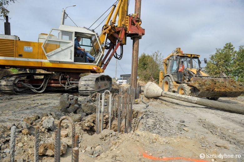 Aszfaltozás, hídépítés Székelyszenttamás és Oroszhegy között