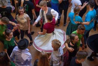 Erdélyi helyszínekkel készül dokumentumfilm a táncházmozgalomról