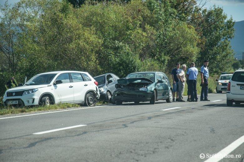 Négy autó érintett a Kápolnáshoz közeli balesetben