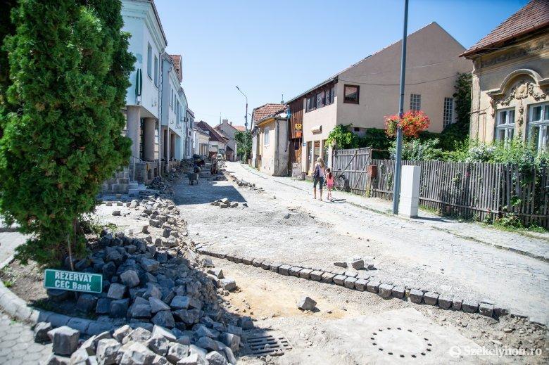 Kockaköves utcákat javítanak Székelyudvarhelyen
