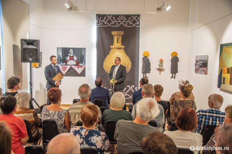 Betekintés a honfoglaló ősök korába – megnyitották a Puszták aranya kiállítást