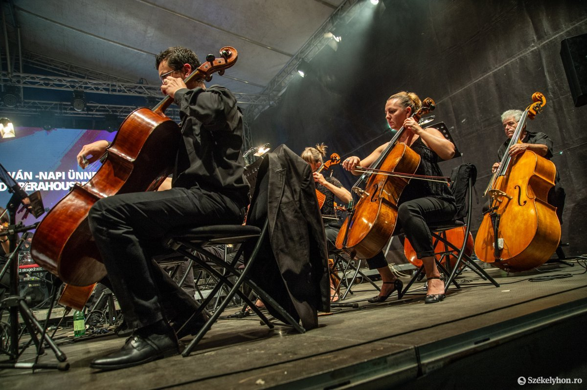 https://media.szekelyhon.ro/pictures/udvarhely/aktualis/2019/05_augusztus/o_sznt-istv-koncert-na-10.jpg