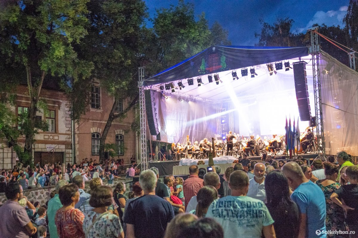 https://media.szekelyhon.ro/pictures/udvarhely/aktualis/2019/05_augusztus/o_sznt-istv-koncert-na-2.jpg