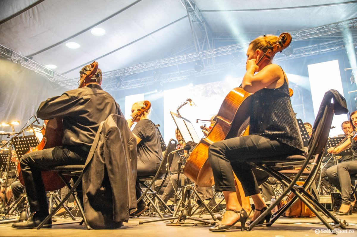 https://media.szekelyhon.ro/pictures/udvarhely/aktualis/2019/05_augusztus/o_sznt-istv-koncert-na-4.jpg