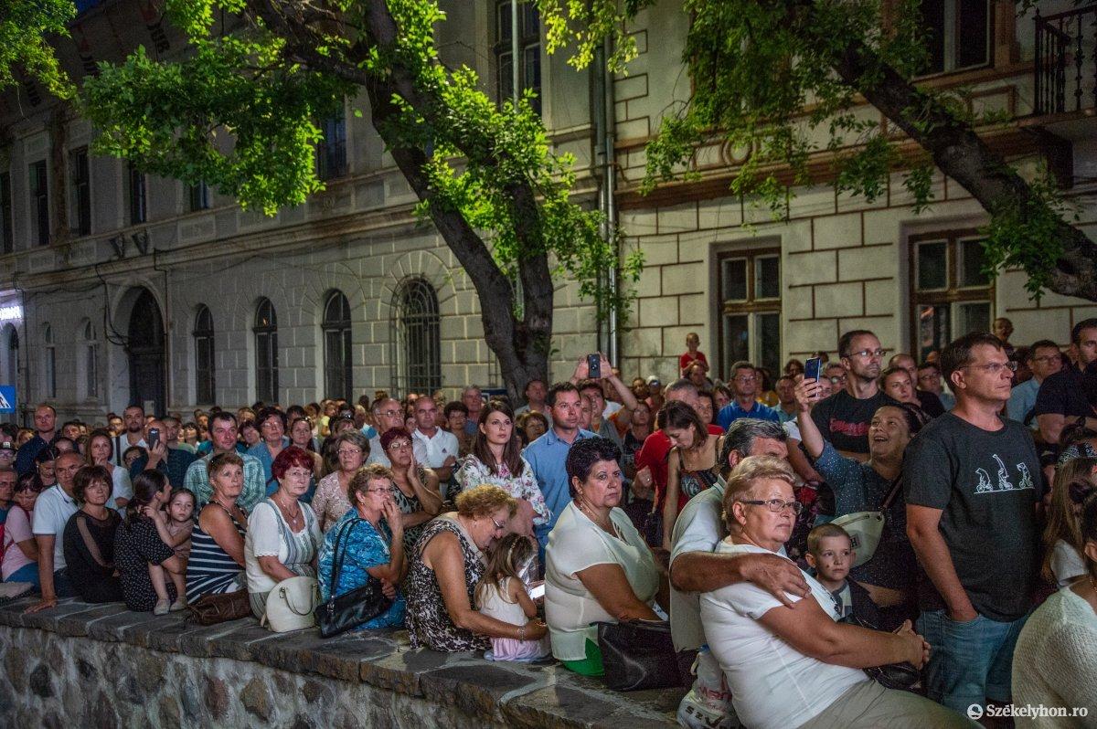 https://media.szekelyhon.ro/pictures/udvarhely/aktualis/2019/05_augusztus/o_sznt-istv-koncert-na-7.jpg