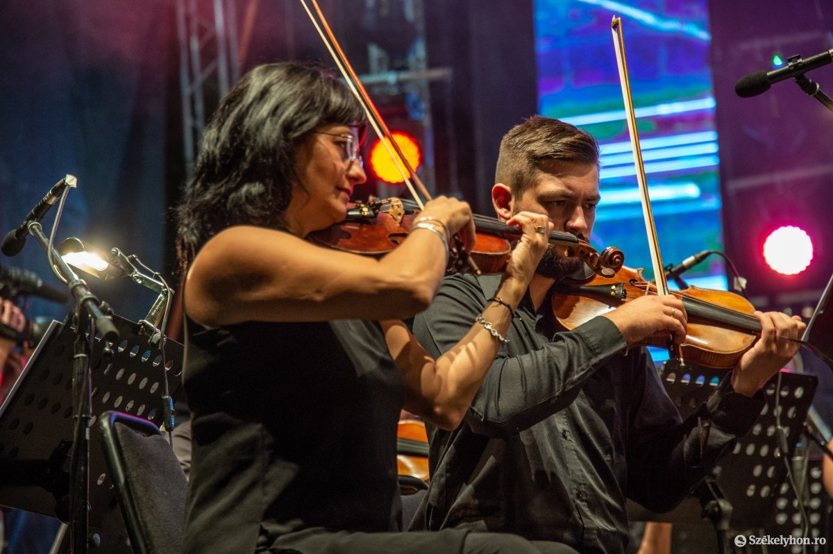 https://media.szekelyhon.ro/pictures/udvarhely/aktualis/2019/05_augusztus/o_sznt-istv-koncert-na-8.jpg