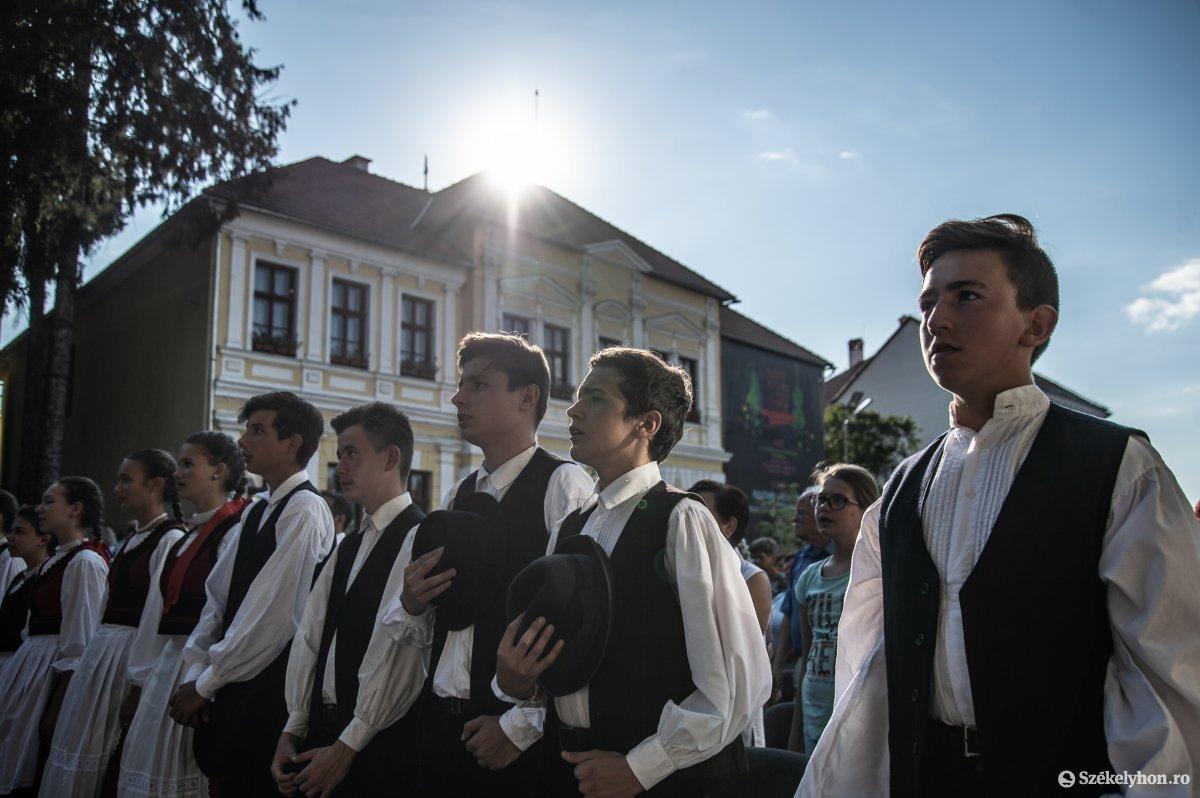 https://media.szekelyhon.ro/pictures/udvarhely/aktualis/2019/05_augusztus/o_sznt-istv-ujkenyer-na-2.jpg
