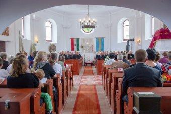 Erdély templomaiba is kezd beköszönni a taps