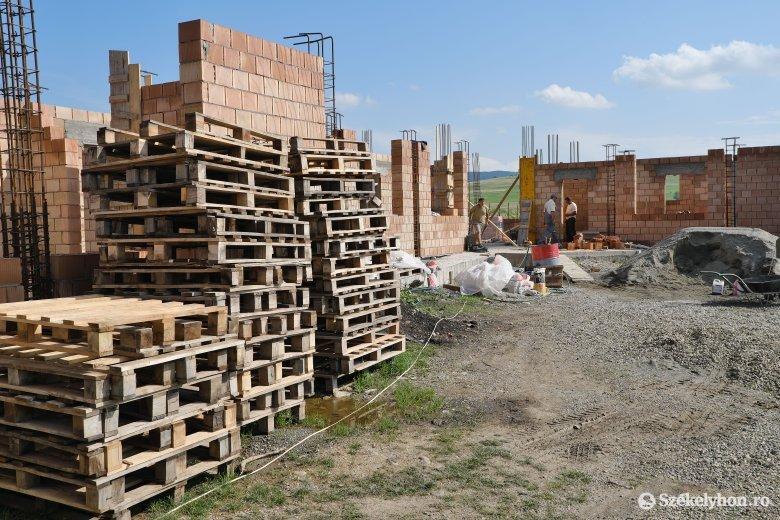Egy évtizednyi szünet után folytatódhat az óvoda építése Bögözben
